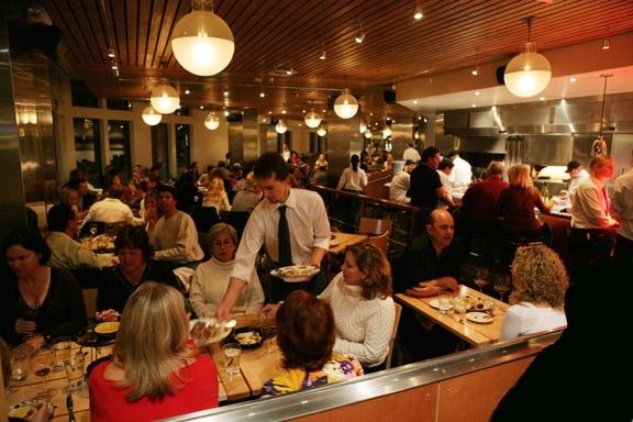 people_eating_restaurant